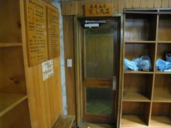 渋温泉 九番湯(大湯)の脱衣場