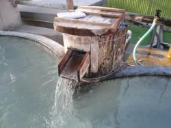 幕川温泉の源泉注ぎ口