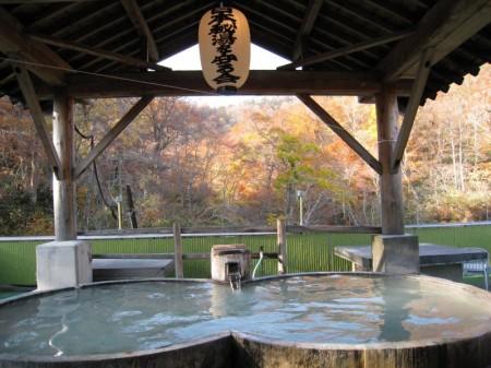 幕川温泉 幕川水戸旅館の大きな檜露天風呂