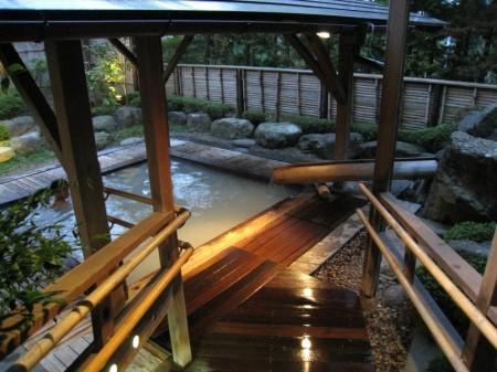 岳温泉 陽日の郷あづま館の露天風呂