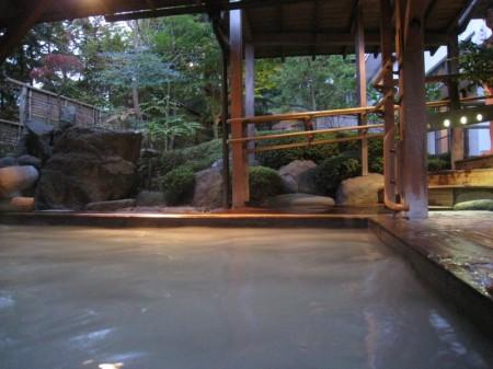 岳温泉のにごり湯3